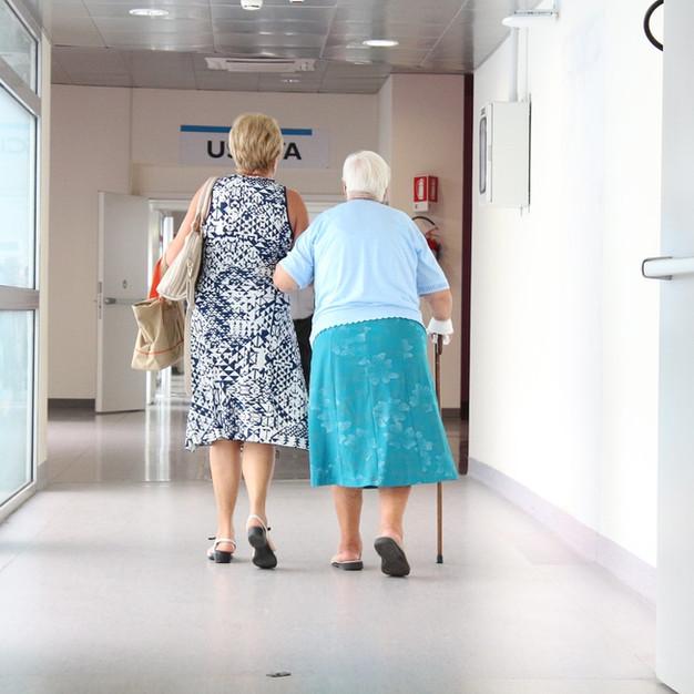 elderly-1461424_1280.jpg