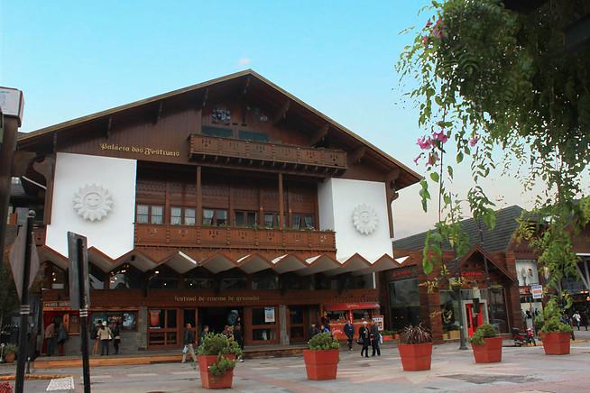 Palácio dos Festivais 1.800mts de distância