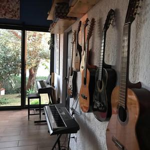Clases de guitarra - todos los estilos- presenciales