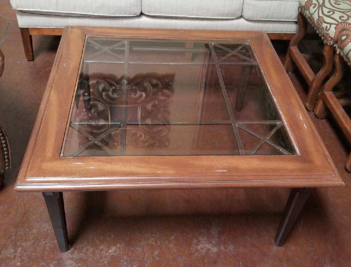 This Is A Very Nice Coffee Table With Gl Insert Metal Base