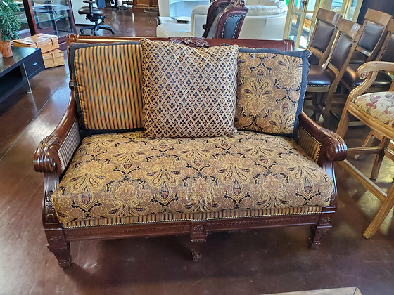 Traditional Style Loveseat - Scottsdale