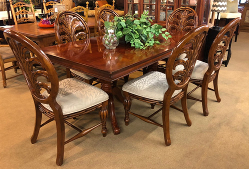 This Is A Very Nice American Signature Dining Room Table With 6 Chairs U0026 1  Leaf! Beautiful Palm Leaf Like Design!