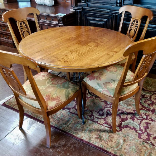 Ethan Allen Round Dining Table With A Leaf