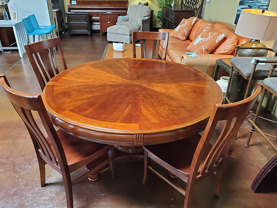 Round Dining Table W/4 Chairs Leaf And Table Pads - Scottsdale