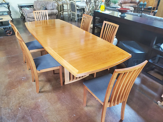 Scandinavian Design Dinning Table W/6 Chairs And Leaf