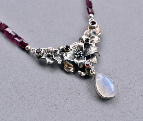 Garnet and moonstone floral silver necklace mozeypictures Images