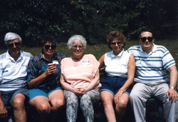hoover, maxine family at reunion a