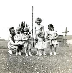 hoover, aunt kate, jane, bob, margaret, alice & sally 1943