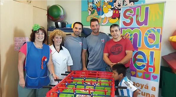Donacion de Metegolazo modelo Casa cuna al hospital pedro de elizaldeer a Jugar