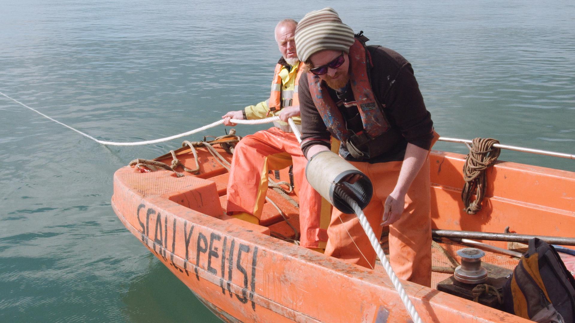 Seaweed spooling crew.jpg