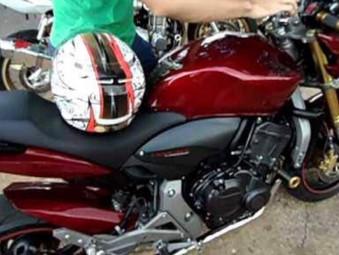Dois motoqueiros fazem Corta Giro na porta da 3ª CIPM em Jaraguá e são detidos