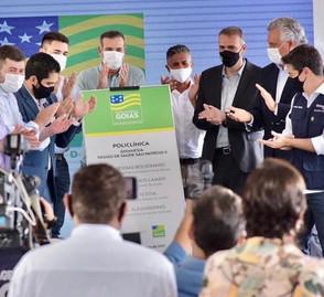 Com à participação de prefeitos, Ronaldo Caiado inaugura a Policlínica de Goianésia