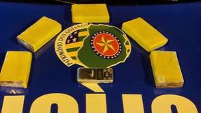 Polícia Militar de Jaraguá encontra 05 tabletes de maconha em bolsa feminina
