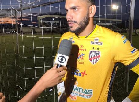 Goleiro André Luís faz cobrança ao Jaraguá Esporte Clube. Diretoria rebate