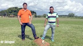 Prefeitura faz limpeza e poda em campos de futebol, em alguns haviam cupim no gramado