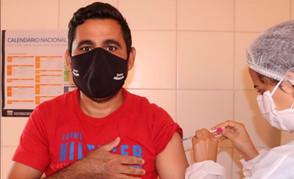 Com novas doses Jaraguá abaixa faixa etária de vacinação contra Covid para 33 anos