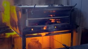 Botijão instalado debaixo de forno provoca incêndio na cozinha do Posto Pratão