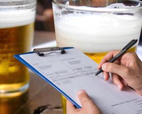 Dono de bar descumpre decreto em Jaraguá e se tranca para não receber multa de 3 mil