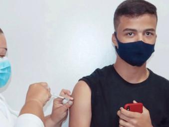 Jaraguá anuncia início imediato de vacinação para adolescentes de 15 anos