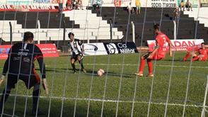 Jaraguá Esporte Clube vence o América de virada e mantém vivo o sonho da  1ª Divisão