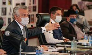 Não há pressa para acabar com obrigação do uso de máscaras em Goiás, diz Caiado