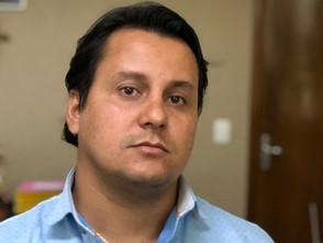 Secretário entrega 200 assinaturas empresariais ao MP para ação contra a ENEL em Jaraguá