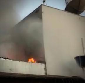 Bombeiros controlam fogo na empresa de internet Giga Byte em Jaraguá