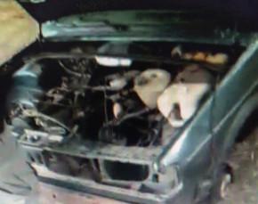 Carro furtado em Itaguaru é encontrado depenado debaixo de ponte em Jaraguá