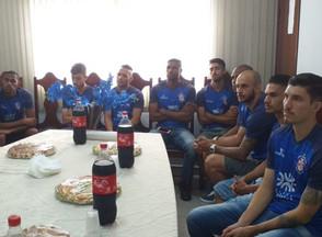 Jogadores do Jaraguá Esporte Clube fazem visita a Câmara Municipal