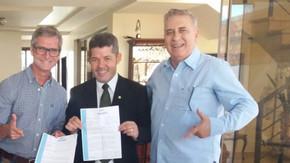 Deputado Delegado Waldir, recebe projeto com solicitação de sistema de câmeras para Jaraguá