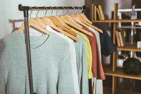 Bandidos furtam 3 mil reais em roupas em loja no Jardim Ana Edith em Jaraguá