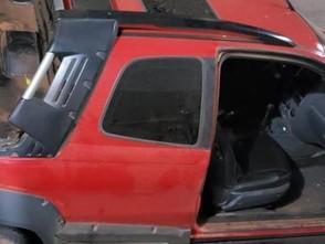 Homem rouba carro em Carmo do Rio Verde e na fuga colide no prédio da Prefeitura