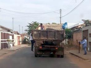 Prefeitura de Jaraguá assume coleta de lixo enquanto Brasil Construtora mantém greve
