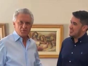 Caiado ganha calça das confecções de Jaraguá e almoça com Fião em Goianésia