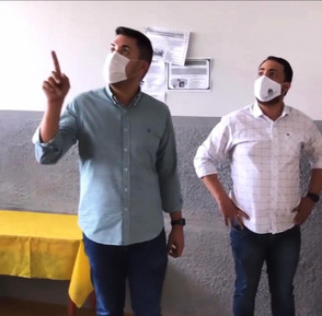 Prefeito Paulo Vitor visita escolas municipais e constata abandono completo