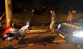 Motociclista é detido pela PM em Jaraguá por embriaguez após teste bafômetro