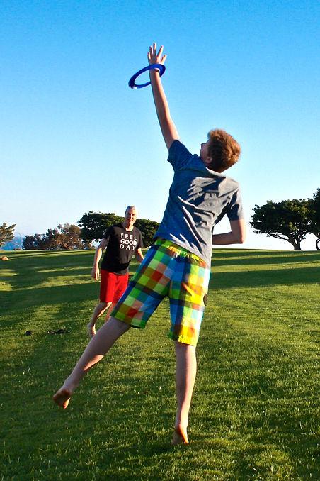 Skylar Catching Frisbee2-7647.jpg