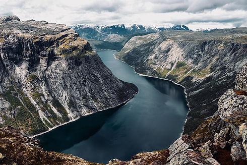 fjord-4614096_1920.jpg