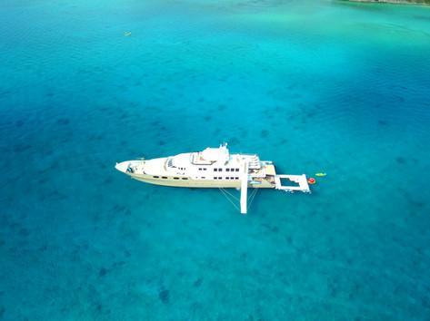 Bahamas Boating MY Loon