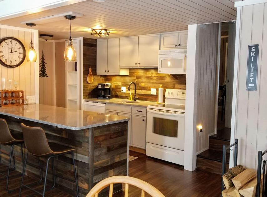 kitchen 2 - mountain view schuss.jpg