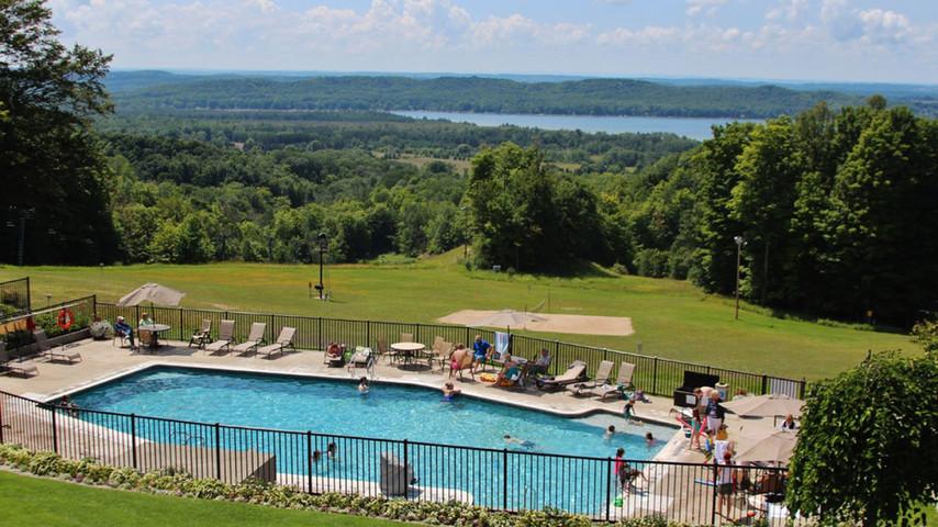 schuss vacation rental - shanty outdoor