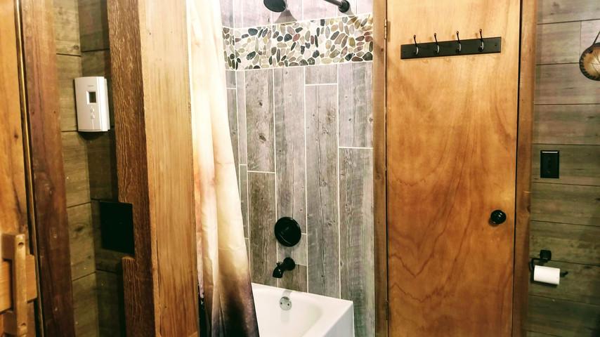 main floor bathroom 3.jpg