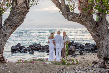 Romantic elopement on the beach in Hawaii