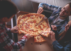 24-13-things-your-pizza-guy-wont-tell-you-over-pizza