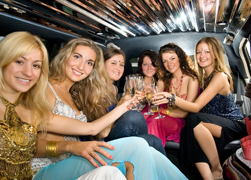 Girls-in-Limo-for-Concert-768x553.jpeg