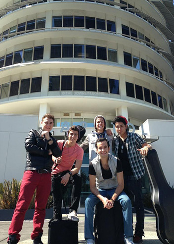 Chart Vision's Trixx and Arianna Meet Los 5!