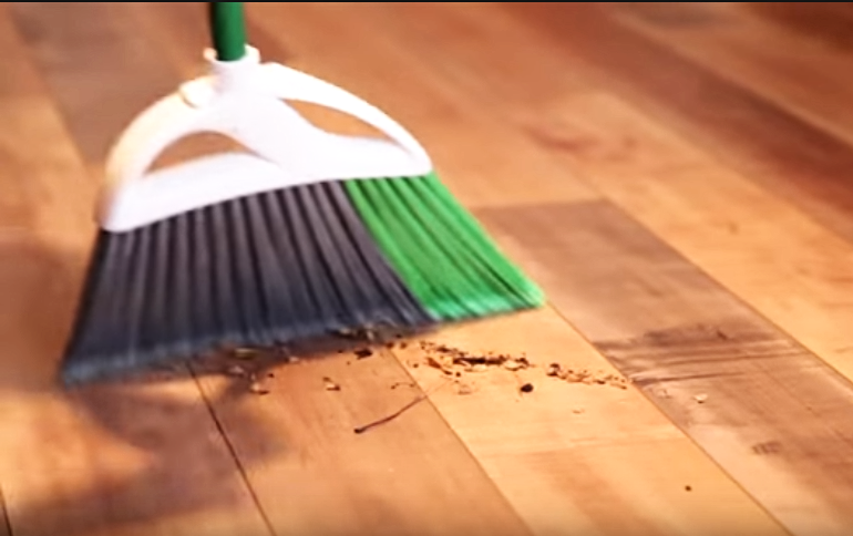 diffrent ways to clean laminate floors
