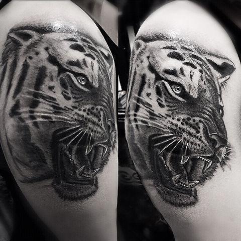 tiger tattoo realistic best tattoo artist rome - miglior tatuatore roma tigre realistica alessandro capozzi