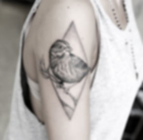tattoo masks stippling best tattoo artist in roma good times bad times- alessandro capozzi miglior tatuatore roma puntinismo linework dotwork maschere commedia tatuaggio