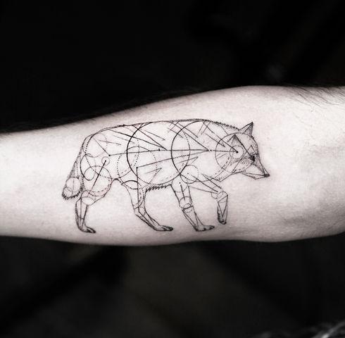 alessandro capozzi Rose dotwork realistic stippling best tattoo artist rome Rosa realistica tatuaggio miglior tatuatore roma puntinato